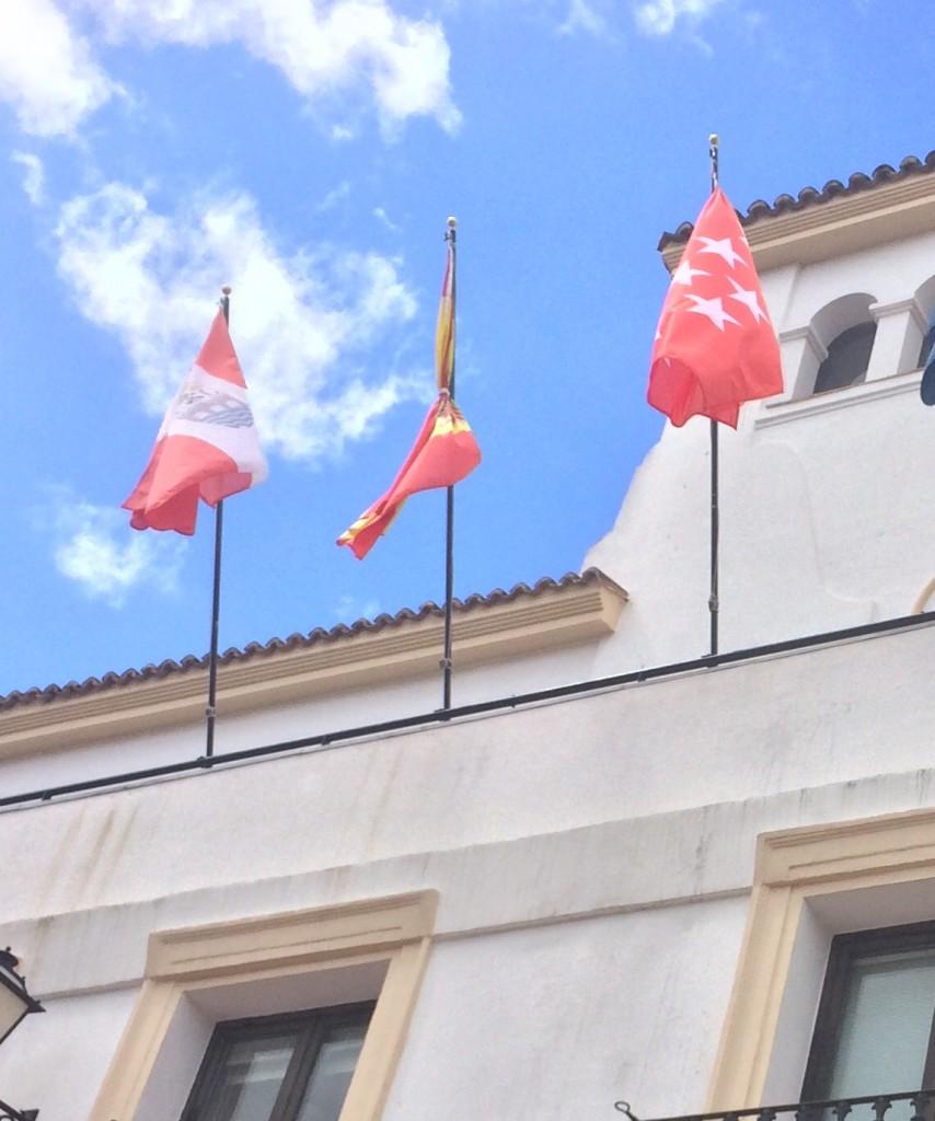 Bandera España atada Ayuntamiento San Sebastian de los Reyes